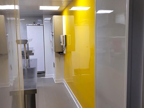 plaque PVC jaune décoration